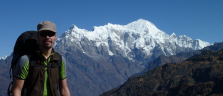 Auf rund 3'500 Meter über Meer mit dem Langtang-Massiv im Hintergrund