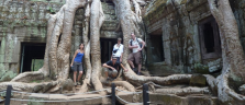 Gruppenbild im 'Thumb Raider-Tempel' Ta Prohm
